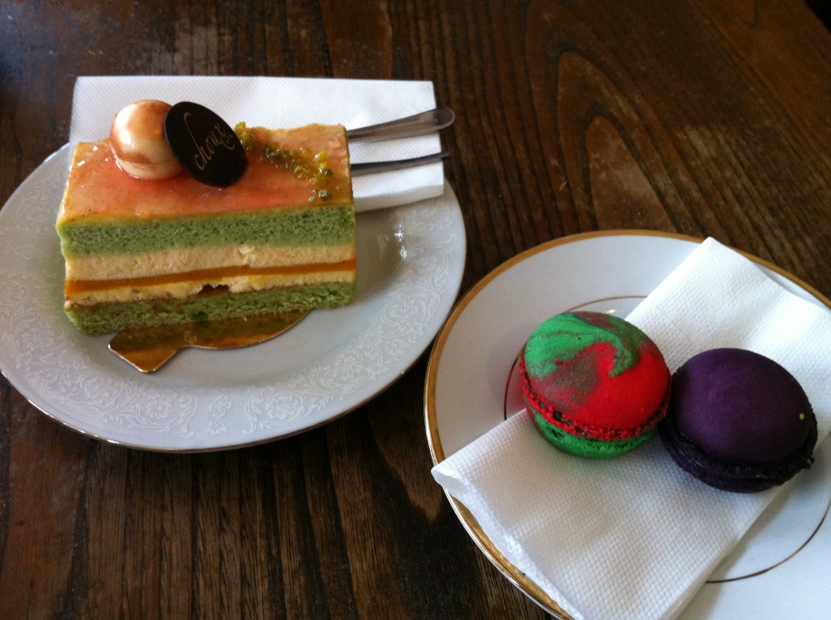 Choux Cafe: reine margot and macarons
